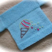 "Nice ice cream jumper for your tiny Woolmer baby. Just love ice cream, but this looks like its melting! Anyway it's in 100% acrylic and powder blue, seems at the sides, easy pop on. Moss (seed) stitch detail and hand embroidered. Please check measurements carefully. Chest 15"" length 8.75"" und..."