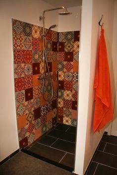 Foto's van cementtegels & projecten met Portugese tegels Cement Tiles Bathroom, Wall Tiles, Travel Trailer Remodel, Bathroom Inspiration, Tile Floor, Curtains, Flooring, Mirror, Home Decor