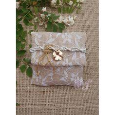 Μπομπονιέρες γάμου. Μπομπονιέρες γάμου φάκελος με δαντέλα και μεταλλικό λουλούδι