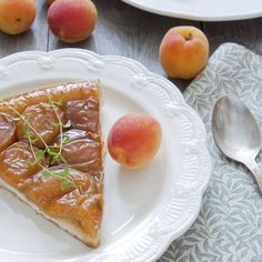 Apricot tarte Tatin with thyme Cooking Chef, Desert Recipes, Blueberry, Curry, Brunch, Yummy Food, Cheese, Breakfast, Ethnic Recipes