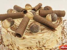 Bolo delícia de Doce de Leite é uma perfeita combinação de bolo de chocolate, com recheio de doce de leite e cobertura de chocolate meio amargo! Uma delíci