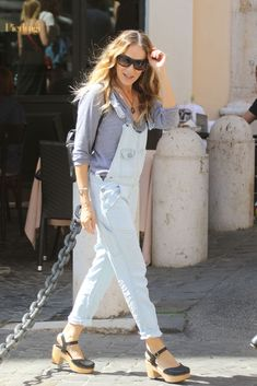 Sarah Jessica Parker's Denim Overalls and Swedish Hasbeens Look for Less Yes you can wear overalls! Plus, Swedish Hasbeens dupes. Clogs Outfit, Overalls Outfit, Denim Overalls, Clogs Shoes, White Collar, Vivienne Westwood, Hasbeens Clogs, Swedish Hasbeens, Swedish Clogs