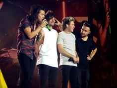 One Direction // OTRA Cardiff (6.6.15) - @Tati1D5