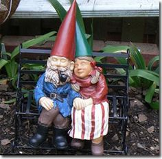 Gnomes in love #www.savioeng.com