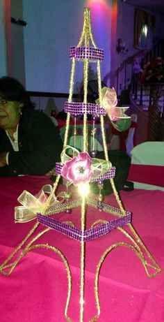 centro de mesa de la torre eiffel para 15 años (9)