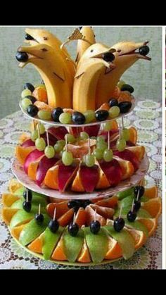 Best fruit vegetable veggie tray ideas for parties fun vegan food recipes Fruit Decorations, Food Decoration, Fruit Centerpieces, Cute Food, Good Food, Yummy Food, Delicious Fruit, Fruit Recipes, Cooking Recipes