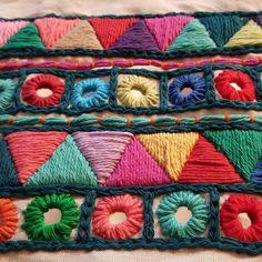 1era cartera hecha a mano , bordado Hindú ❤ falta ponerle el cierre y forrarla