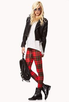 Forever 21 is the authority on fashion & the go-to retailer for the latest trends, styles & the hottest deals. Shop dresses, tops, tees, leggings & more! Tartan Leggings, Women's Leggings, Fall Winter Outfits, Winter Fashion, Preppy Style, My Style, Tartan Fashion, Forever 21, Ootd