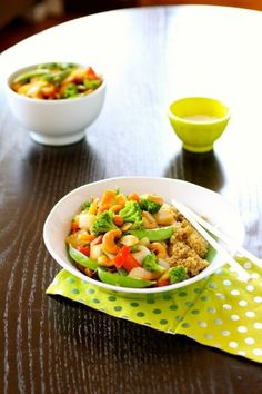 Vegan Quinoa Stir Fry... gonna have to substitute for the bell peppers and hopefully there is no added preservatives in the pho soup http://www.thecurvycarrot.com/2013/08/26/vegan-quinoa-stir-fry/