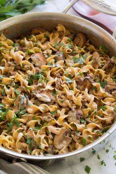 The easiest Beef Stroganoff! It's rich and creamy, deliciously flavorful and clean up is a breeze! Plus it's inexpensive since it uses ground beef instead of steak. beef videos ONE POT BEEF STROGANOFF Healthy Ground Beef, Ground Beef Recipes Easy, Ground Beef Meals, Pasta Recipes, Dinner Recipes, Wild Rice Recipes, Salad Recipes, Ground Beef Stroganoff, Beef Stroganoff