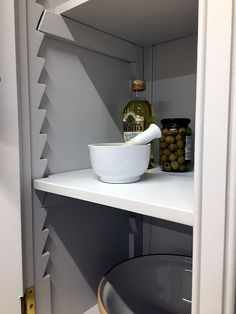 Larder Cupboard Freestanding, Freestanding Kitchen, Shaker Kitchen Inspiration, Kitchen Furniture, Furniture Making, Kitchen Pantry, Pantry Cabinets, Little Greene, Shaker Style Kitchens