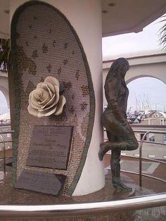 Zenfolio | Andrew Butler | Statues - Texas | Selena Memorial