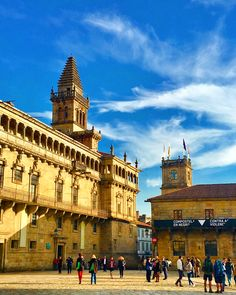 Exploring the streets of Santiago de Compostela in #Spain, living a #Travelife. www.travelifemagazine.com // Мне #нравится #архитектура в #историческом городе #Вальядолид в #Испании. Я #гуляю везде, глядя на здания. #trip #travel #traveler #traveling #travelingram #travelingtheworld #bella #ciudad #viaje #viajeros #beautifuldestinations #photography #travelphotography #camino #caminodesantiago #architecture #interiordesign #pilgrimage #parador