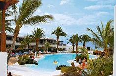 Kontiki is een zeer sfeervol en verzorgd 2-sterren appartementencomplex, centraal gelegen in Puerto del Carmen. Binnen een paar minuten loopt u naar het strand en de boulevard met zijn vele restaurants, bars en winkels.     Het complex beschikt over een groot zwembad. Kontiki is centraal gelegen in Puerto del Carmen, op ca. 100 m afstand van het strand en de boulevard met zijn vele restaurants, bars en winkels.    Officiële categorie **