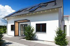 Homeplaza: Schickes Vordach – Das Vordach aus Aluminium und Holz schützt vor Witterung und sieht top aus (Foto:epr/Gutta)