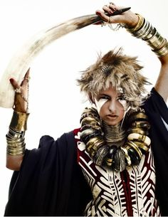 Wilde warrior - tribal make up - imposing jewelry - Horn