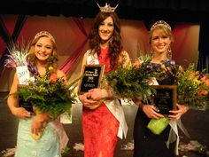 Jenna Wright crowned Miss Payson 2015:  http://paysonchronicle.blogspot.com/2015/04/jenna-wright-crowned-miss-payson-2015.html