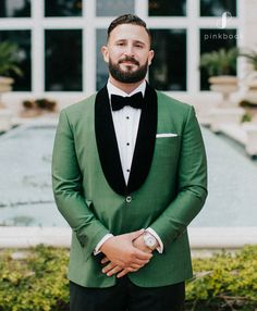 Need advice on how to pick the perfet wedding suit? We've covered multiple points to help you choose the perfect wedding suits. Green Wedding Suit, Wedding Suits, Wedding Day, Wedding Dresses, Groomsmen, Perfect Wedding, Wedding Details, Besties, Wedding Styles