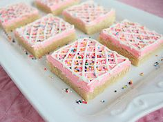 Feeling pressed for time to bake and frost a dozen individual cookies? Make these genius sugar cookie squares to save time.