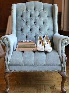 it'd be cute to have some pale aqua furniture scattered around the reception room for lounge purposes
