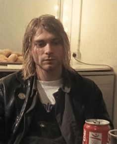 "-""How would you define the music of Nirvana?"" -""With a twist of lemon! Banda Nirvana, Nirvana Songs, Nirvana Band, Aberdeen, Nirvana Kurt Cobain, Rock Roll, Kurt Coban, Estilo Grunge, 90s Grunge"