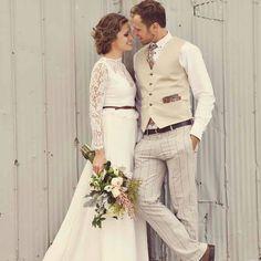 Beautiful vintage wedding fashion.