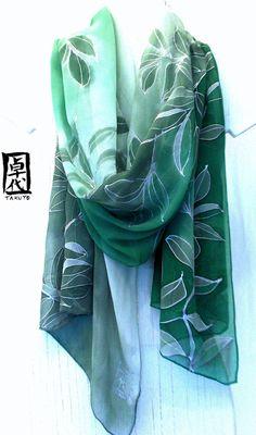 Green Silk Scarf Floral Hand painted. Kimono por SilkScarvesTakuyo, $295.00