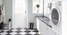 Bilderesultat for vaskeromsinnredning Hanging Canvas, Stacked Washer Dryer, Mudroom, Laundry Room, Living Room Designs, Minimalist, Home Appliances, Layout, Flooring