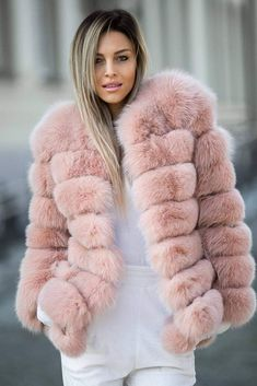 Pink Fur Coat, Fox Fur Coat, Fur Coats, Fur Fashion, Winter Fashion, Womens Fashion, Chinchilla, Fur Coat Outfit, Classy Winter Outfits
