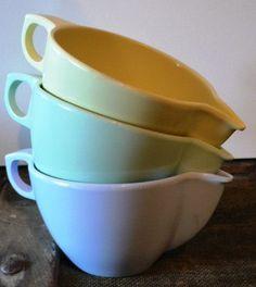 Vtg lot of Melmac in orange yellow mod flower stackable orange mugs set of 6-5 saucers 6 luncheon plates salad sandwich cake