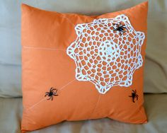 Dress up your home decor this Halloween with this super cute Spider Web Pillow Design that uses a dollar store doily as a web! This is one of the simpler Halloween craft ideas that you are going to love, and these throw pillow ideas are fabulous. Halloween Photos, Halloween Spider, Halloween Boo, Holidays Halloween, Halloween Crafts, Happy Halloween, Halloween Decorations, Halloween Knitting, Halloween Sewing Projects