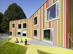 Modern Children Playground Building by Bonnard Woeffray Architectes Colour Architecture, Education Architecture, School Architecture, Classroom Architecture, Modern Playground, Playground Design, Children Playground, Playground Ideas, School Building Design