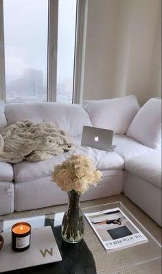 Home Living Room, Apartment Living, Living Room Designs, Living Room Decor, Bedroom Decor, Bedroom Table, Bedroom Ideas, Apartamento New York, Home And Deco