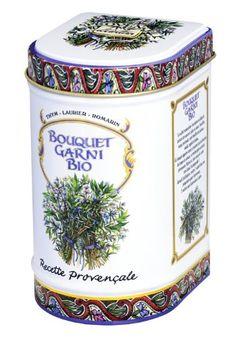 Eine geniale Erfindung der frz. Küche: Der Aromenbooster aus Thymian, Rosmarin und Lorbeer belebt aromatisch Brühen, Eintöpfe, Ragouts, Saucen und mehr. Hier in einem Mousseline Säcken und in Bio-Qualität. Von Provence d'Antan. #geschnek #küche #kräuter
