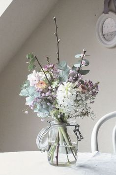 house flower garden 468867011192367777 - Simplement poétique : jacinthe, wax, renoncules, prunus, eucalyptus et gypsophile rose. Source by senicourtstepha Flowers In Hair, Spring Flowers, Beautiful Flowers, Flowers Nature, Colorful Flowers, Tropical Flowers, Diy Wedding Flowers, Wedding Bouquets, Wedding Ideas
