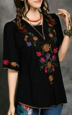 Ideas for embroidery blouse outfit mexican Estilo Hippie, Hippie Boho, Look Fashion, Fashion Outfits, Womens Fashion, Mexican Fashion, Mode Top, Mexican Dresses, Mexican Clothing