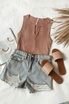 May 2019 - Summer outfit separates that make packing a breeze. A ribbed tank top and denim cutoff shorts offer endless outfit options. Winter Fashion Outfits, Edgy Outfits, Mode Outfits, Cute Casual Outfits, Short Outfits, Spring Outfits, Outfit Summer, Junior Outfits, Swag Outfits