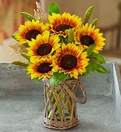 Shop fall flowers and capture the essence of autumn! Celebrate fall in style with fall flower delivery, gorgeous autumn plants & sweet fall gourmet treats. Sunflower Garden, Sunflower Bouquets, Sunflower Art, Sunflower Fields, Happy Flowers, Fall Flowers, Yellow Flowers, Beautiful Flowers, Sun Flowers