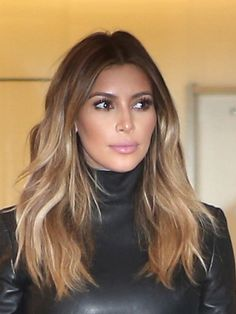 Kim Kardashian is spilling all her beauty tricks! With the help of her makeup artist Rob Scheppy, she revealed exactly what she uses and how she achieves her flawless, sculpted look. Read to find o… Ombre Hair, Balayage Hair, Ash Ombre, Bronde Hair, Bayalage, Blonde Ombre, Langer Bob, Hair Color And Cut, Hair Colour