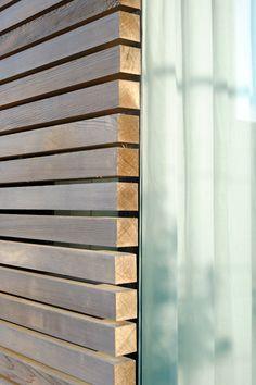 Niedrigenergiehaus in Filsdorf - Haus Kieffer von STEINMETZDEMEYER architectes urbanistes   homify House Cladding, Timber Cladding, Exterior Cladding, Exterior Design, Interior And Exterior, Wall Cladding Designs, Clapboard Siding, Cladding Materials, Studio Shed