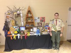 Eagle Scout Court of Honor Like the branches on LEFT of table for display. Scout Mom, Girl Scout Swap, Girl Scout Leader, Cub Scouts, Eagle Scout Cake, Brownie Girl Scouts, Conquistador, Camping Parties, Grad Parties