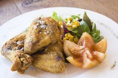 Pollo frito con ensalada. www.restauranteespadana.es