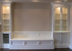 Banquette bench for dining room. For me: longer banquette, wider cabinets on either side. Built In Seating, Built In Bench, Dining Room Banquette, Dining Table, Cabinets In Dining Room, Dining Room With Bench, Dining Area, Foyer Bench, Dining Room Storage