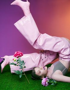 Fashion editorial with pink pants, artificial grass and crazy light. Photography by Atte Tanner. Model Poses Photography, Artistic Photography, Creative Photography, Editorial Photography, Light Photography, Glamour Photography, Photography Aesthetic, Lifestyle Photography, Fashion Model Poses