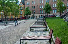 """Linnapuisto - pinta-ala 12 475 m2,suunnittelija Studio Terra Oy, 2007,palvelut hotellin kesäterassi ja Ravintola Jailbird - Katajanokka on saanut oman suojaisan """"pariisilaispuistonsa"""",pienen keitaan tiiviisti rakennetun kaupunginosan keskelle,kun Katajanokan vankila ja sen viereiset alueet muutettiin Linnanpuistoksi.Puistossa on kolme erityyppistä aluetta,jotka liittyvät toisiinsa yhtenäisellä,valaistulla puistokäytäväverkolla. Kuva Hemmo Rättyä"""