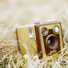 Find images and videos about photography, vintage and camera on We Heart It - the app to get lost in what you love. Antique Cameras, Old Cameras, Vintage Cameras, Toy Camera, Camera Shy, Camera Gear, Photography Camera, Vintage Photography, Love Photography