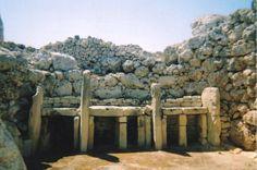 Ġgantija Temples 3600 BC, Malta (Wikipedia)