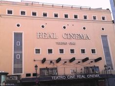 Fachada del antiguo cine y teatro Real Cinema de Madrid. Ya no queda nada de su espléndida arquitectura e interiores.  Está cerrado desde hace varios años. Main facade of the old cinema Real Cinema de Madrid. Nothing remains of the original design on the outside and inside.