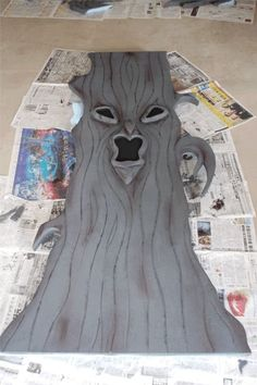 Spooky Tree prop or decoration Fairy Halloween Costumes, Halloween Party Themes, Holidays Halloween, Spooky Halloween, Halloween Crafts, Halloween 2019, Halloween Backdrop, Halloween Dance, Preschool Halloween