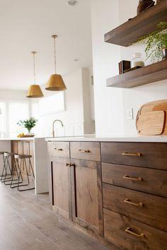 Kitchen Cabinet Colors, White Kitchen Cabinets, Kitchen Redo, Home Decor Kitchen, New Kitchen, Shaker Cabinets, Kitchen Counters, Kitchen Gifts, Wood Cabinets